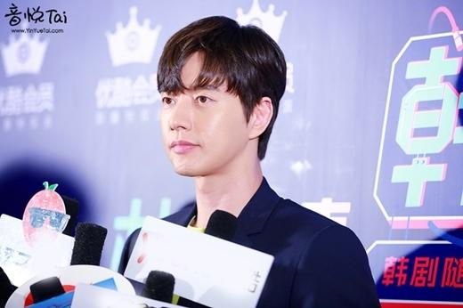 """Park Hae Jin thì """"hiền lành"""" hơn với tóc mái """"nửa"""" trái tim."""
