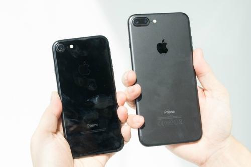 iPhone 7/ 7 Plus bản đen bóng và đen nhám đang khá hút hàng. (Ảnh: internet)