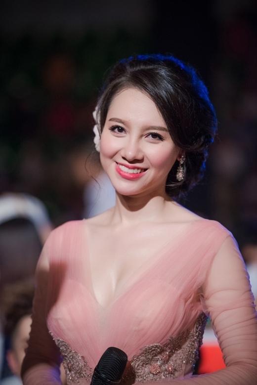 BTV - MC Minh Hà vô cùng duyên dáng trên sóng truyền hình.