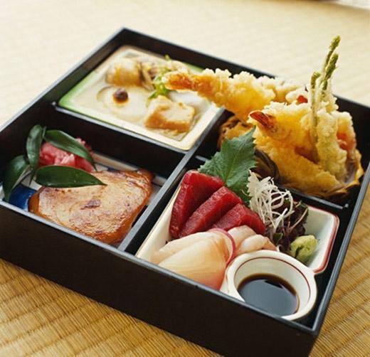 """Người Nhật có câu nói nổi tiếng """"hara hachi bu"""", có nghĩa là """"ăn cho đến khi bạn no 80%""""."""