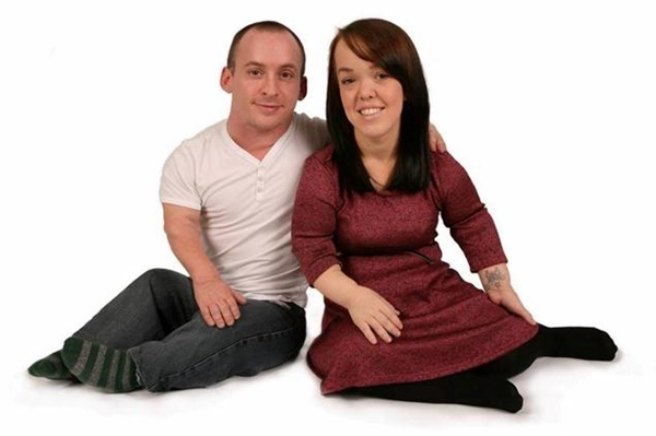 Laura quyết định ngỏ lời vớiNathan sau khi biết anh có ý định cầu hôn mình.