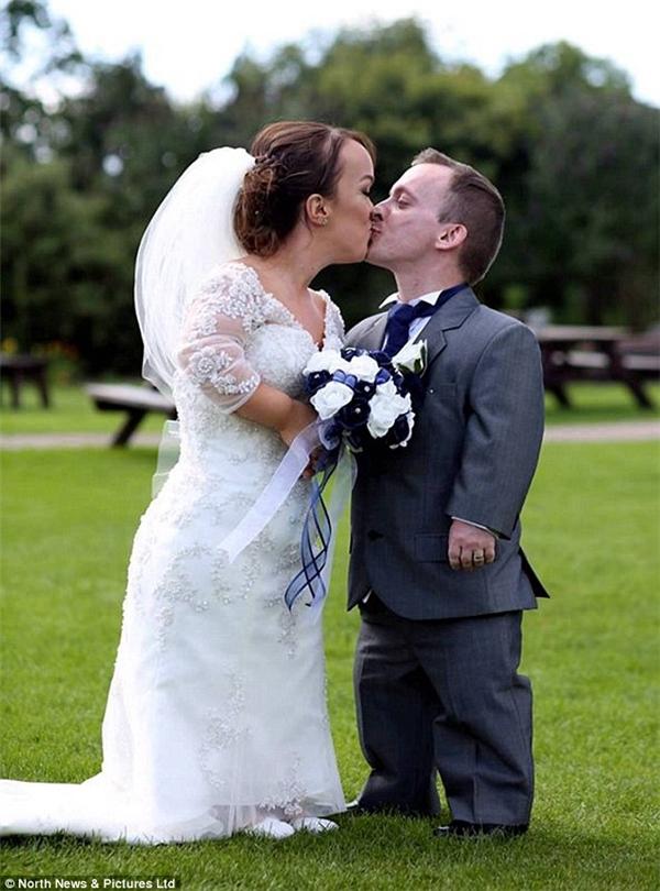 Chuyện tình đẹp như mơ của họ khiến chúng ta thêm tin tưởng vào sự tồn tại của một tình yêu chân thành.