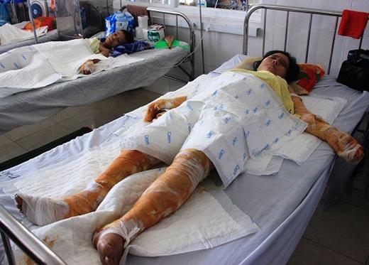 Đau lòng hơn,hai người thân còn lại của cô vẫn còn phải chiến đấu trong bệnh viện...