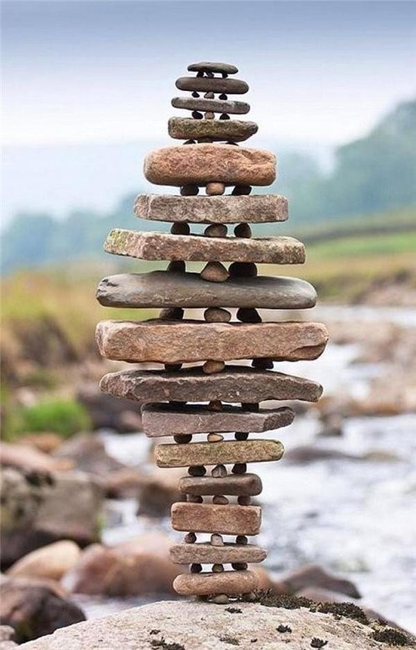 Nếu kéo một miếng đá ở giữa ra mà cả tòa tháp không đổ thì mới phục.