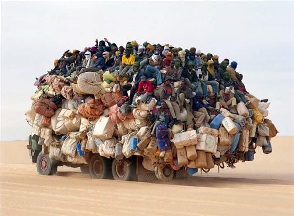 Khi cả làng cùng nhau đi du lịch mà muốn tiết kiệm tối đa chi phí.