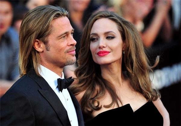 Angelinađệ đơn ly dị chồng sau 12 năm gắn bó.