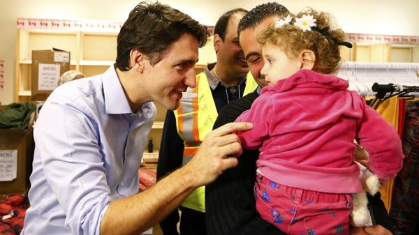 Thủ tướng Canada đón chào người tị nạn.