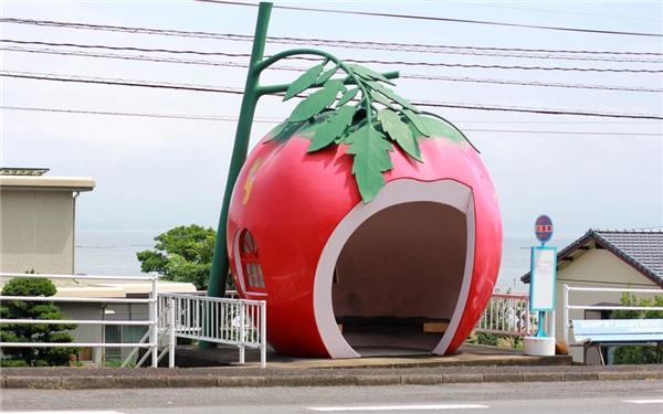 """Đường phố trở nên sinh động hơn nhờ """"đội quân trái cây"""" này. (Ảnh: Internet)"""