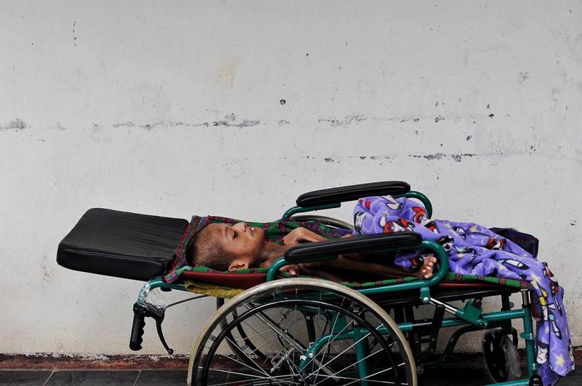 Ở Pangandaran, hầu hết trẻ em đều bị suy dinh dưỡng do cuộc sống của người dân ở đây rất khó khăn.