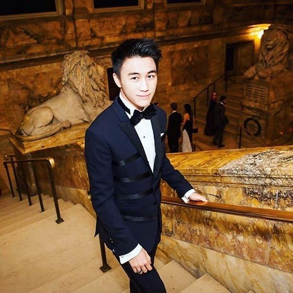 Mario Ho (20 tuổi), là một trong những cậu con trai của ông trùm sòng bạc Stanley cùng người vợ thứ 4 là chính trị gia Angela Leong On Kei.