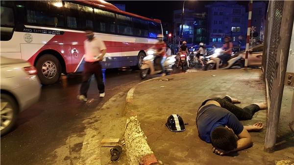 Hỗn loạn giao thông sau mưa bão, xe khách gây tai nạn thương tâm