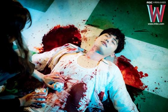 Bác sĩ xinh đẹp Oh Yeon Joo có màn cứu sống Kang Chul cực kì ấn tượng.