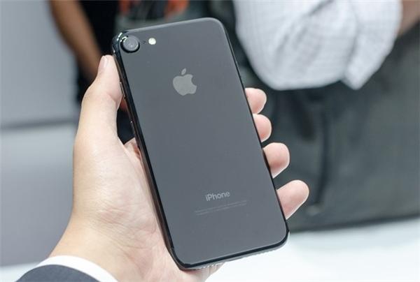 iPhone 7 màu đen bóng Jet Black. (Ảnh: internet)