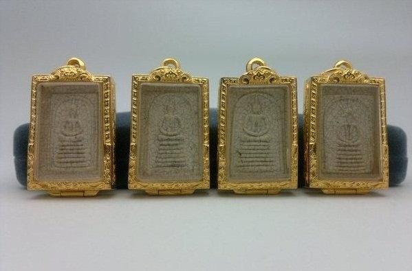 Nhữnglá bài được bán làm quà lưu niệm có giá rẻ đa phầnlà lá bài âm, mang điềm xui xẻo.