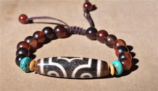 ĐáDzi Beads mang may mắn đến cho ai sở hữu và tai họa cho ai làm mất nó.