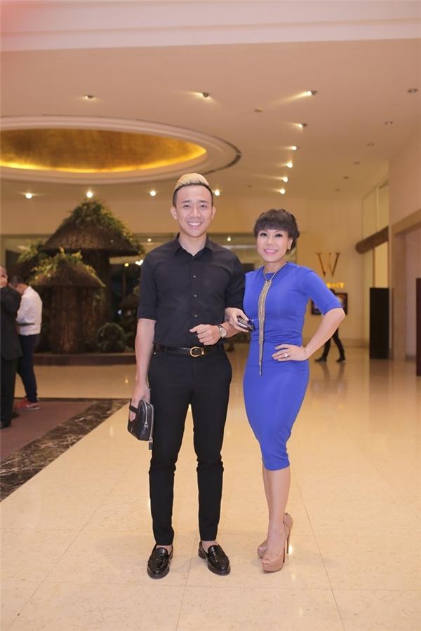 MC Trấn Thành đến dự tiệc cùng diễn viên hài Việt Hương. - Tin sao Viet - Tin tuc sao Viet - Scandal sao Viet - Tin tuc cua Sao - Tin cua Sao