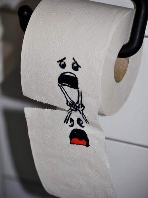 Giấy vệ sinh cho vẽ những hình ảnh vui nhộn như thế này sẽ giúp người ta cảm thấy dễ chịu hơn.