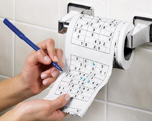 Trong những lúc đi vệ sinh, bạn có thể giải trí bằng cách chơi trò này.