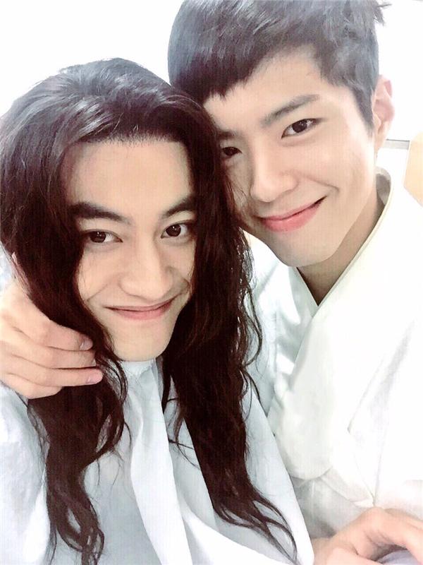 """Park Bo Gum  đích thị là """"Hoa hậu thân thiện"""" của Mây Họa Ánh Trăng"""