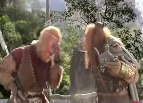 Hoàng Phong Quáiđã dùng dầu trong chén Lưu Ly làm mù mắt Tôn Ngộ Không và tạo ra cơn lốc Tam Muội Thần Phong thổi bay Đại Thánh đi hàng vạn dặm.