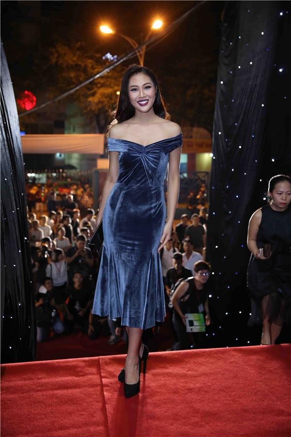 Diệu Ngọc - đại diện Việt Nam tại Hoa hậu Thế giới 2016 lăng xê tông trang điểm môi lì đang là xu hướng.