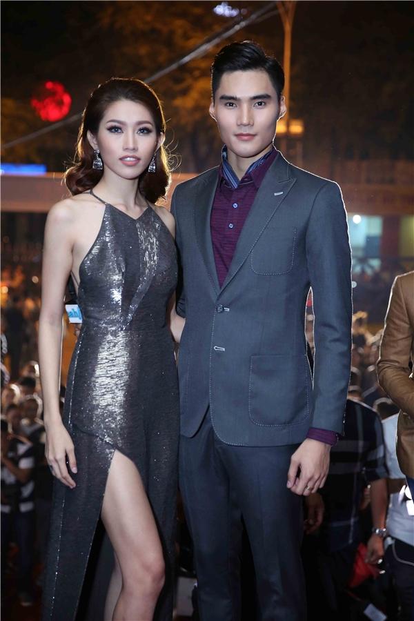 Cặp đôi Quang Hùng, Quỳnh Châu tình tứ trên thảm đỏ.