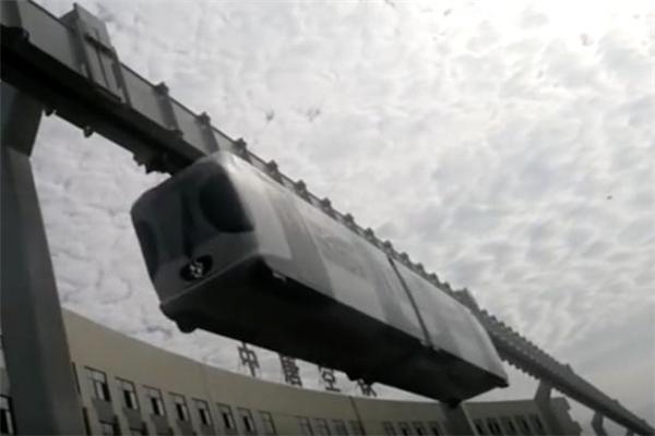 Cận cảnh chiếc tàu treo chạy bằng pin đầu tiên trên thế giới.