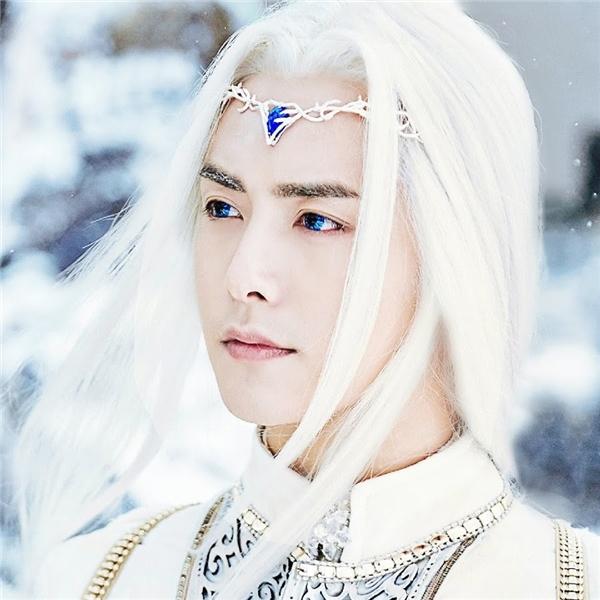 Dùmái tóc trắng từng là nỗi ám ảnh của diễn viên nam nhưng riêng với Mã Thiên Vũ, tạo hình tóc bạc phơ lại ăn rơ đến kì lạ.