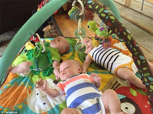 Ba bé được sinh vào tháng 6 và hiện tại đã hơn 3 tháng.
