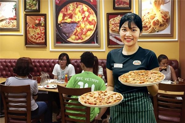 """""""Truy tìm"""" quy trình để làm nên chiếc Crispy Thin Pizza"""