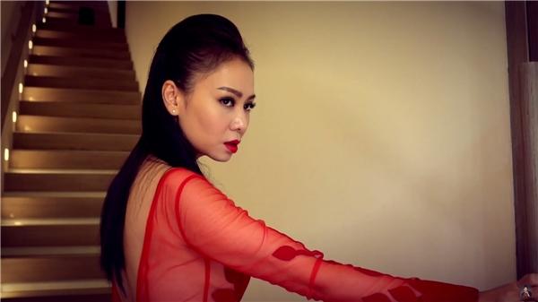 """Thu Minh """"nhập tâm đến đáng sợ"""" với gương mặt sắc lạnh và tay cầm dao - Tin sao Viet - Tin tuc sao Viet - Scandal sao Viet - Tin tuc cua Sao - Tin cua Sao"""
