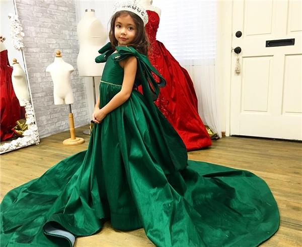 Cô công chúa xinh đẹp trong chiếc đầm lộng lẫy.(Ảnh: Internet)