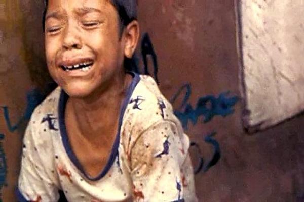 Những đứa trẻ ngày càng dễ bị tổn thương và có nhiều hành động không đúng (Ảnh minh hoạ)