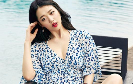 """Vẻ ngoài xinh đẹp vạn người mê, làn da trắng không tì vết cùng thân hình chuẩn không cần chỉnh đã khiến Sulli trở thành """"con cưng"""" của của SM và netizen Hàn."""