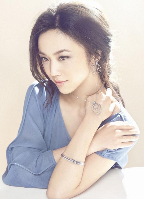 Dù cho netizen Trung và Hàn có cố tình soi mói, họ vẫn phải công nhận nhan sắc xinh đẹp của cô nàng.