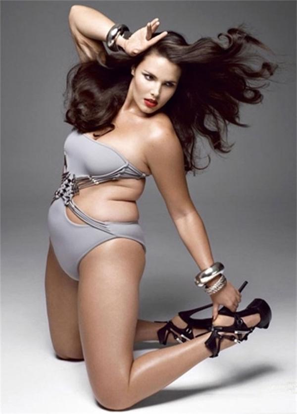 Phụ nữ béo mang đến những bữa ăn phong phú.