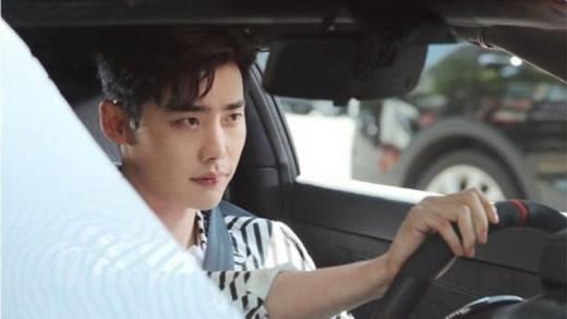 """Sở hữu gia sản kếch xù, bắn súng giỏi, tài giỏi, đẹp trai là những điều tạo nên giám đốc Kang Chul """"đốn tim"""" phái đẹp."""