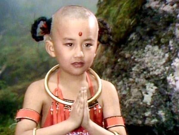 Diễn viên nhí Triệu Hân Bồi để lại ấn tượng sâu đậm trong lòng khán giả qua vai diễn Hồng Hài Nhi.
