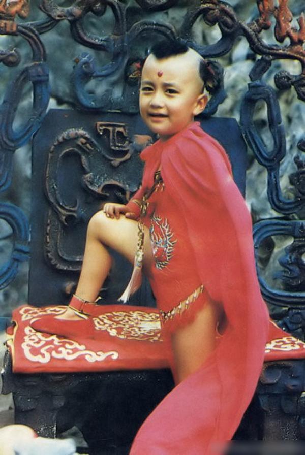 Hồng Hài Nhi nhí nhảnh và có chút tà ác rất tự nhiên qua diễn xuất của Hồi Bân.