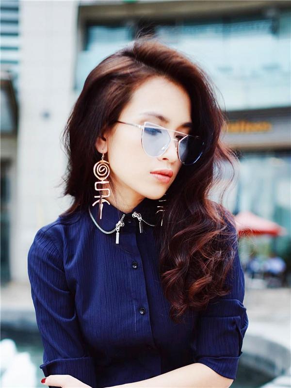 Bên cạnh âm nhạc, Ái Phương còn ghi điểm với người hâm mộ mỗi khi xuất hiện nhờ phong cách thời trang hợp mốt.