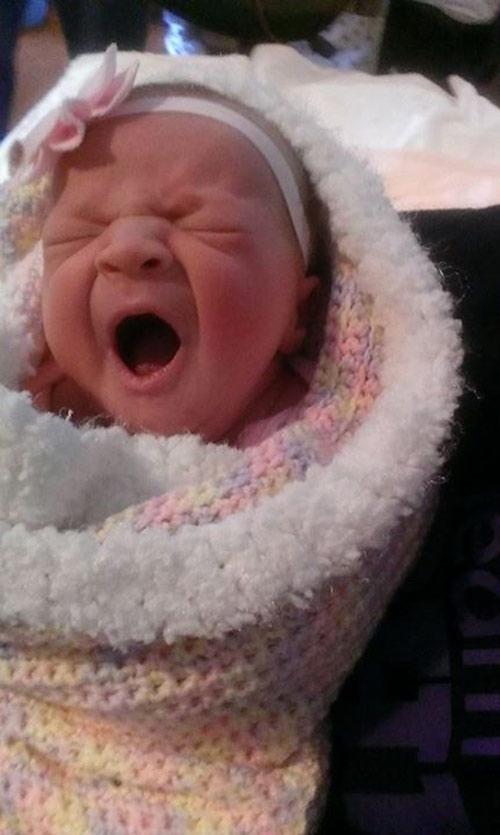 Bé Rylan chào đời hoàn toàn khỏe mạnh trong khiShelly đang giành giật với sự sống