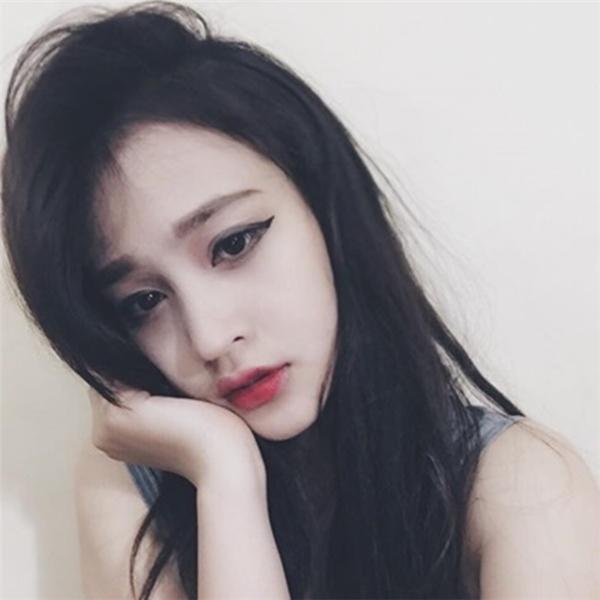 Sở hữu một khuôn mặt đẹp chuẩn của Hàn Quốc, Thùy An khiến bao cô gái khác phải ganh tị.