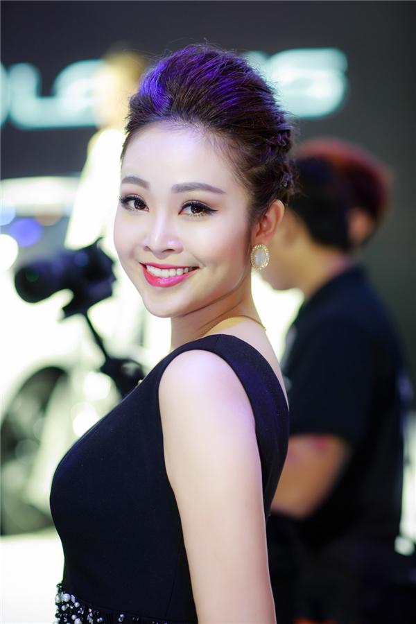 Thuỳ Linh diện phụ kiện trăm triệu đẹp đôi bên MC Danh Tùng