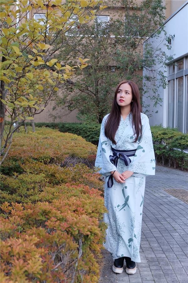 Phương Ly xinh đẹp trong bộ kimono truyền thống của đất nước mặt trời mọc.
