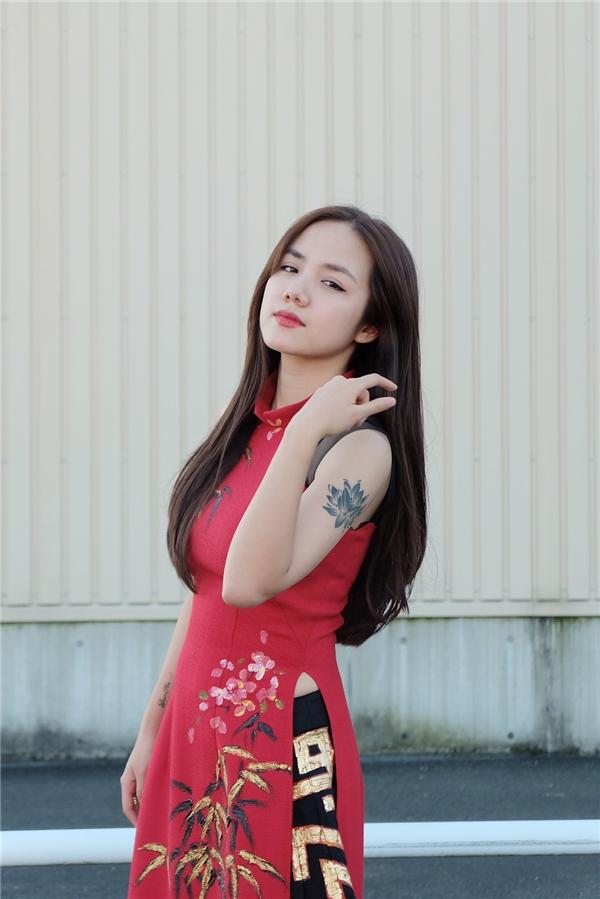 """Phương Ly cảm thấy vô cùng tự hào khi được đại diện cho Việt Nam tham gia chương trình văn hóa và cùng trình diễn với các nghệ sĩ ở Nhật Bản: """"Đây là cơ hội để tôi có thể giới thiệu văn hóa cũng như các ca khúc của Việt Nam đến bạn bè quốc tế và cộng đồng người Việt ở Nhật."""""""