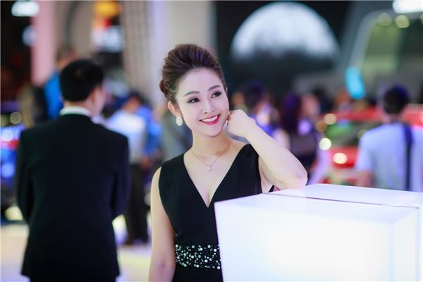 Thời gian qua, Thuỳ Linh tập trung công việc chuyên môn, biên tập viên, MC ở Đài truyền hình Việt Nam nhưng mới đây, côđã trở lại với điện ảnh khi tham gia một bộ phim Tết 2017.