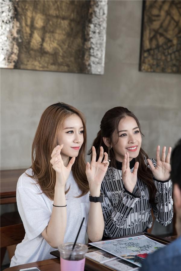 Trong cuộc trò chuyện, Jiyeon cảm thấy bất ngờ khi biết cả hai bằng tuổi, lại sinh cùng tháng với Chi Pu. - Tin sao Viet - Tin tuc sao Viet - Scandal sao Viet - Tin tuc cua Sao - Tin cua Sao