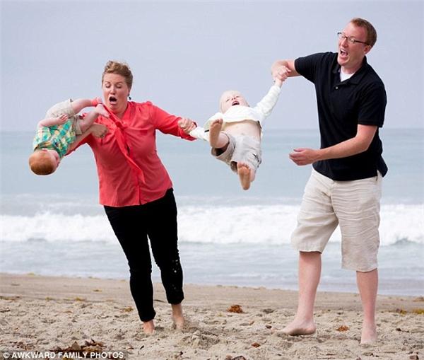 1... 2... 3... Á!(Ảnh: Awkward Family Photos)