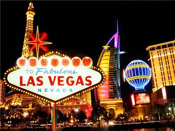 Las Vegas - Những đồng cỏ: Vào thế kỷ 19, thay vào cácsòng bạc hay ánh điện rực rỡ, Las Vegas tràn ngập những giếng khoan đem lại màu xanh cho vùng đất này, và vì thế người Tây Ban Nha gọi nó là Las Vegas.