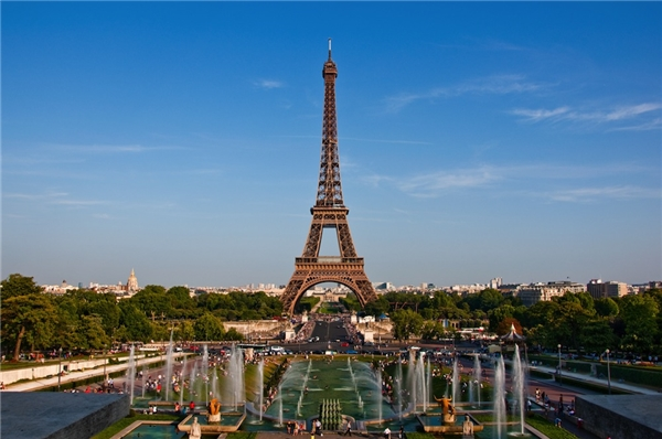 """Paris - Vùng đất của những người cáu kỉnh: Khoảng giữa thế kỷ thứ 3 trước Công nguyên, bộ tộc Celtic Parisii là những người đầu tiên sinh sống ở hòn đảo giữa sông Seine vì vậy tên Paris được đặt theo tên của bộ tộc với ý nghĩa """"đây là vùng đất của những người cáu kỉnh""""."""
